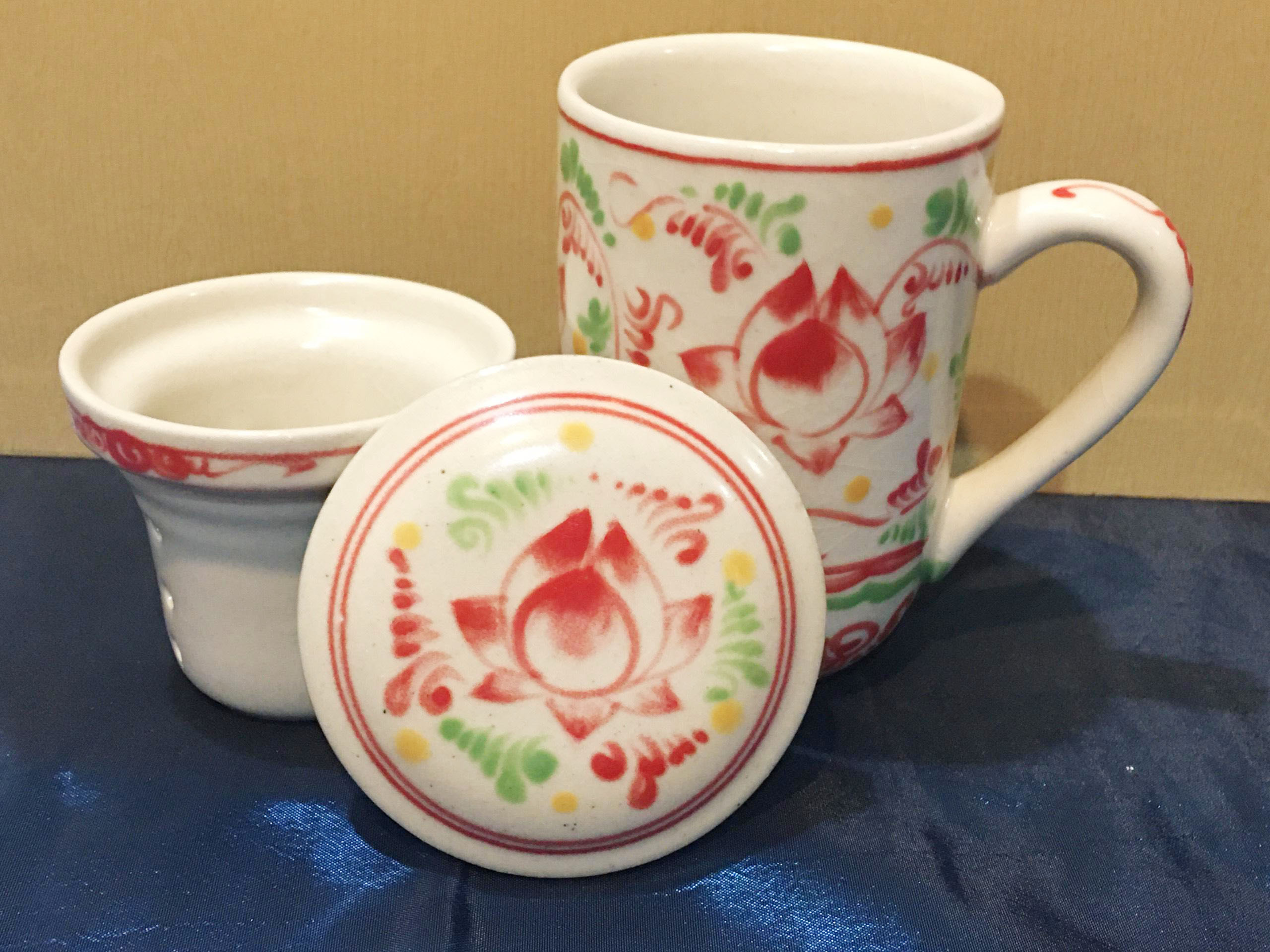 Ly lọc trà gốm hoa văn Hoa Sen Đỏ MNV-LS006-7