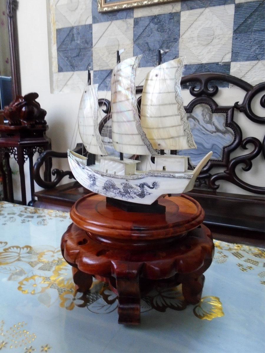 Thuyền phong thủy thuận buồm xuôi gió bằng xà cừ biển loại lớn - TTRAI03