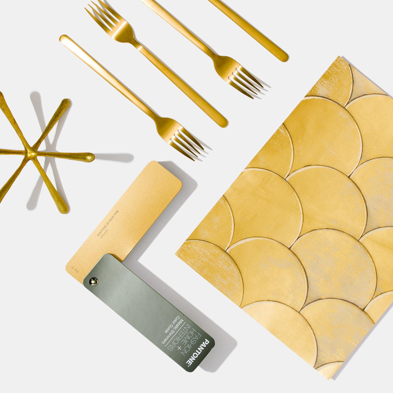Bộ 1 thanh bảng màu Pantone TPM FHIP310N - Fashion Home Interiors Metallics Shimmmer - Phiên bản 2020- 200 màu TPM hiệu ứng kim loại ngành Thời trang Nhà ở Nội thất - Nhập khẩu từ PANTONE LLC USA