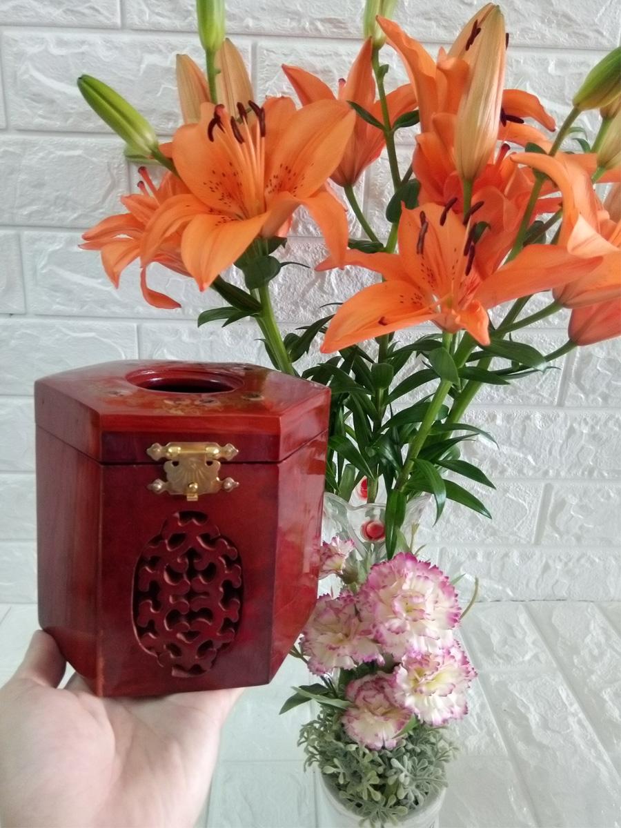 Hộp khăn giấy ăn kèm ống tăm bằng gỗ hương ta đỏ cao cấp lọng hoa văn lục lăng HGLL02