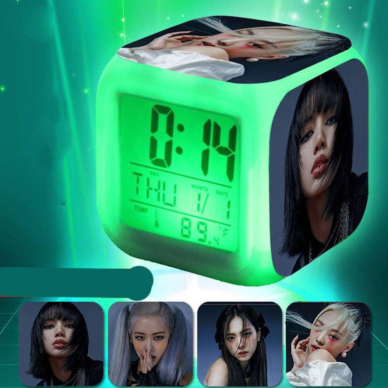 Đồng hồ báo thức để bàn in hình BLACKPINK thần tượng idol kpop LED đổi màu