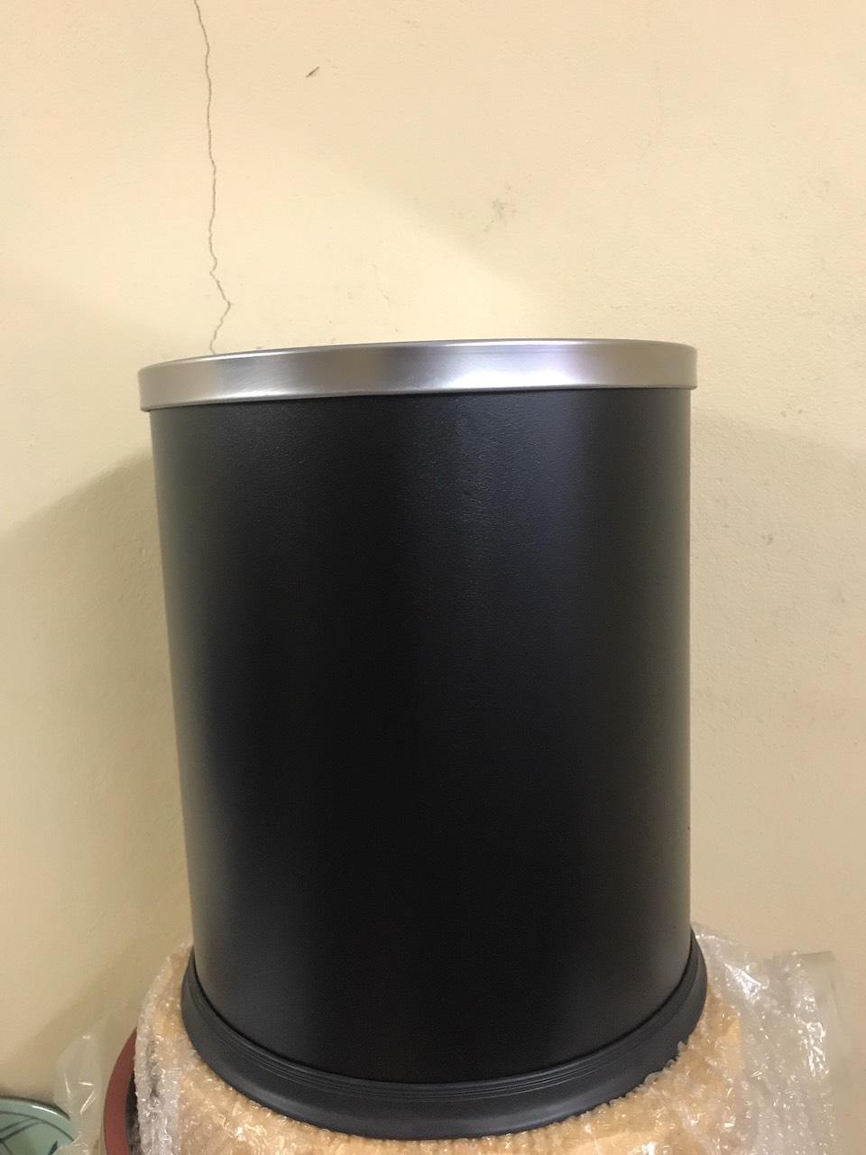 thùng rác inox trong phòng nắp bập bênh
