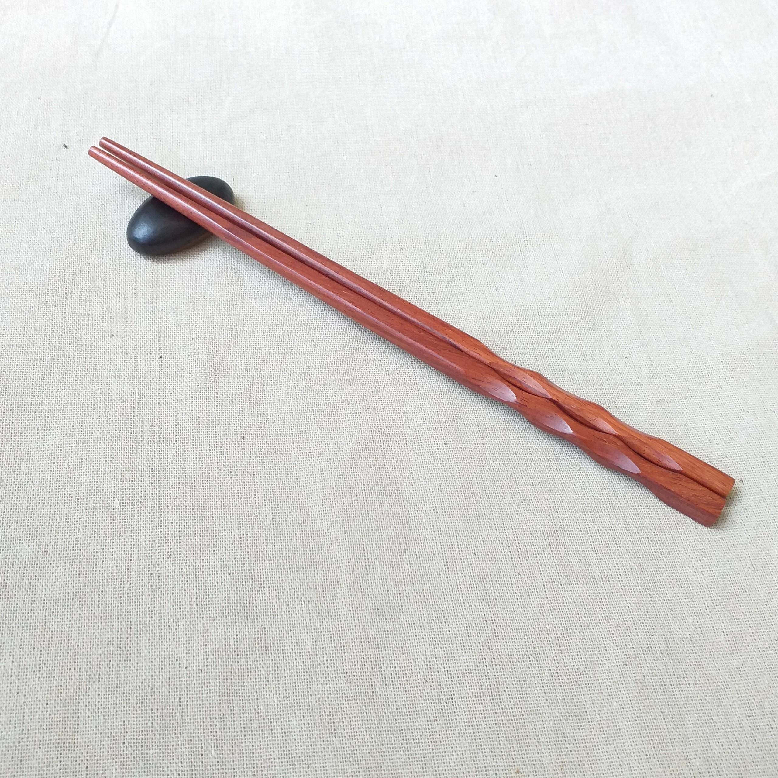 Đũa gỗ Cẩm vuông 24,5cm - Thân xoắn ốc( 5 đôi /Túi) - Đũa gỗ tự nhiên (D17)