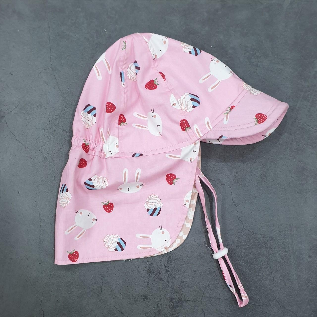 Mũ che gáy kiểu Nhật cho bé gái từ 0 - 12 tuổi họa tiết hình con thỏ nền hồng, chống nắng đi biển dã ngoại