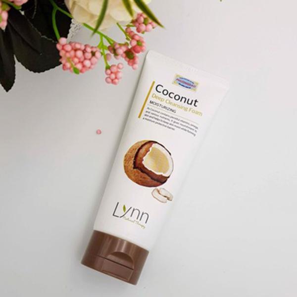 Sữa rửa mặt dừa Lynn Coconut Deep Cleansing Foam Hàn Quốc 120g + Móc khóa.
