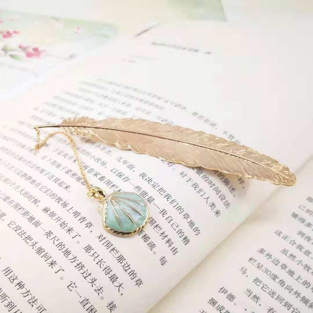 Bookmark Kim Loại Đánh Dấu Sách Hình Lông Vũ Dây Treo - Vỏ Sò (Xanh Lá Nhạt)