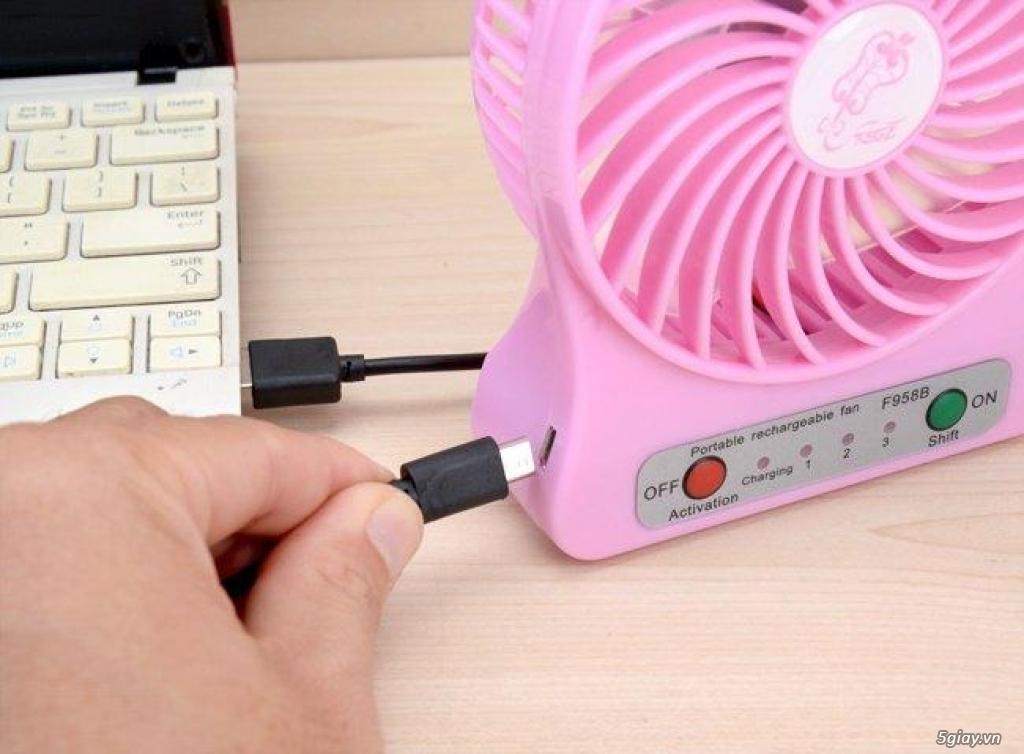 Combo Quạt Mini  + Tặng Kèm Cáp Sạc, Pin Và ĐÈN LED USB ( giao màu ngẫu nhiên)