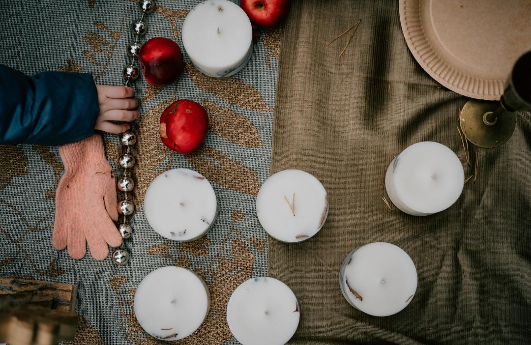 Nến thơm cao cấp bằng sáp đậu nành và tinh dầu hữu cơ hoa oải hương, trang trí hoa oải hương Pháp lãng mạn và đẹp mắt