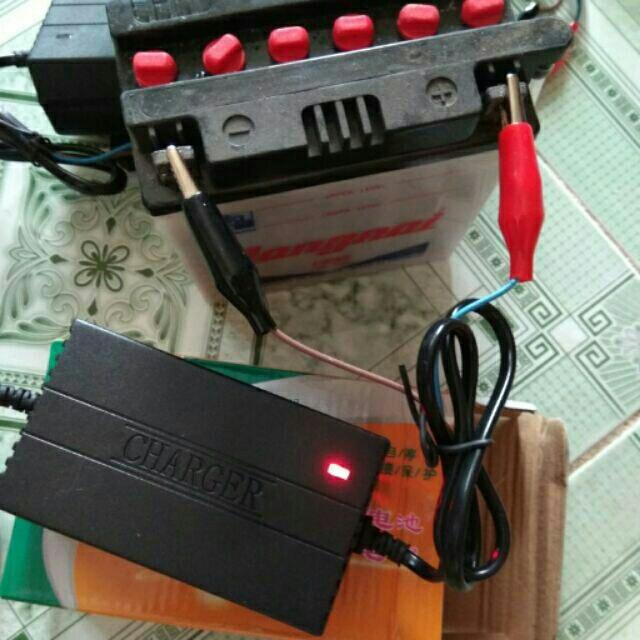 Sạc bình acquy xe máy 12V 4-20ah có led hiển thị khi đầy (Đen)
