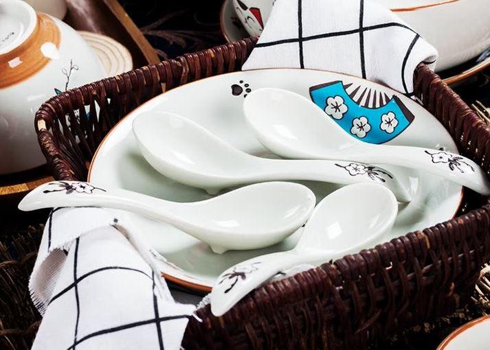 Bộ 15 Món Chén Dĩa Gốm Sứ Hình Mèo Hoạt Hình Yun Tang ( 4 Chén + 2 Dĩa Lớn + 1 Tô + 4 Dĩa Nhỏ + 4 Thìa Nhỏ)