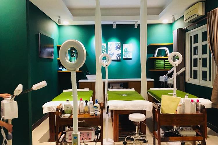 Liệu Trình 60 Phút massage body đá nóng thải độc tại Rita Homespa