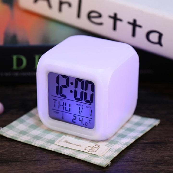 Đồng hồ báo thức để bàn phát sáng đổi màu (Tặng kèm miếng thép đa năng 11in1) 3
