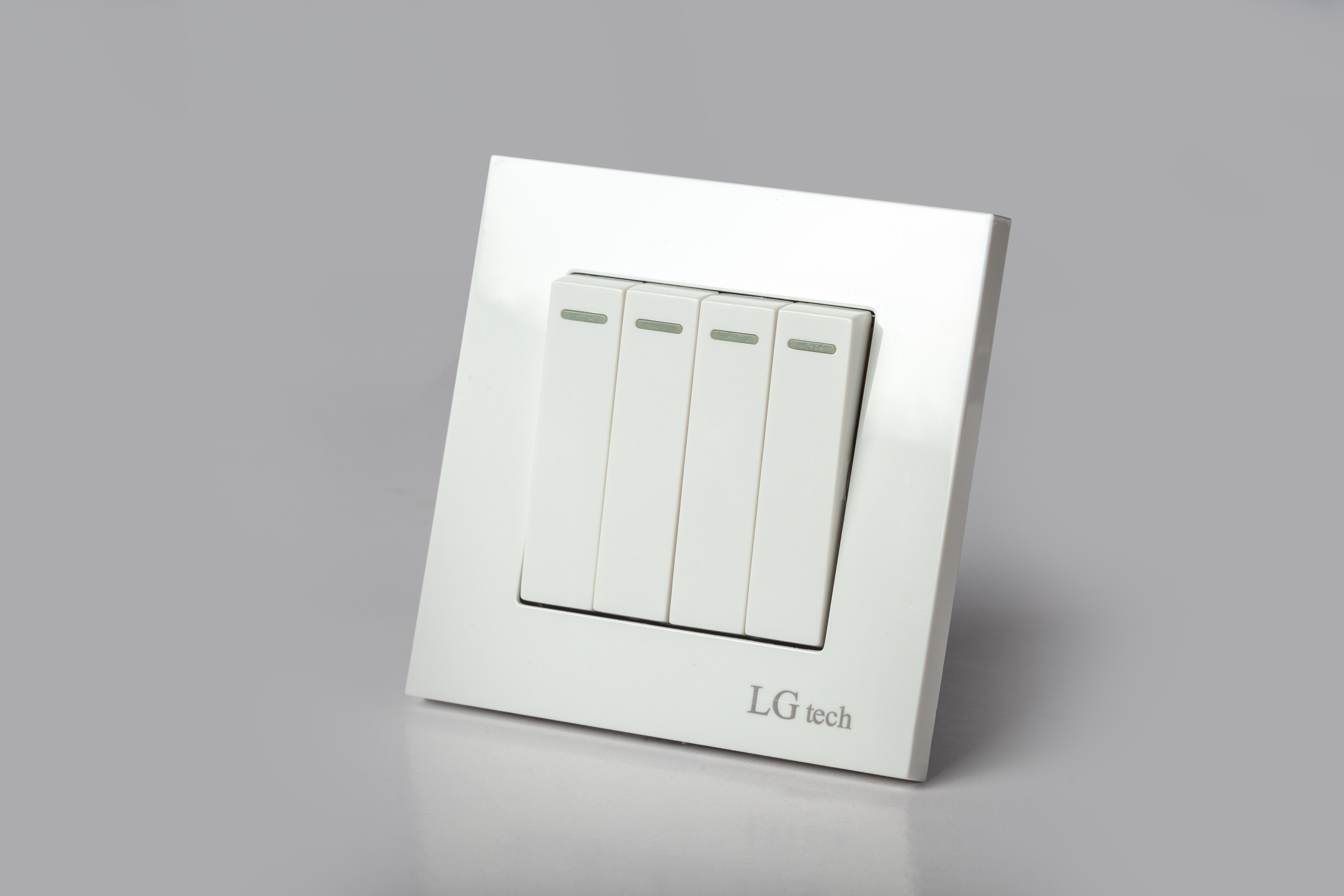 Công tắc đèn điện âm tường 4 nút có đèn led nhựa tráng kèm đế âm cao cấp LG-F21-004 - Hàng Chính Hãng