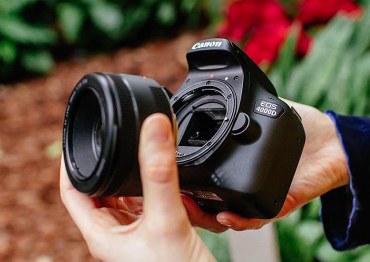 Máy Ảnh Canon EOS 4000D + Lens EF-S 18 - 55mm III (Hàng nhập khẩu chính hãng)