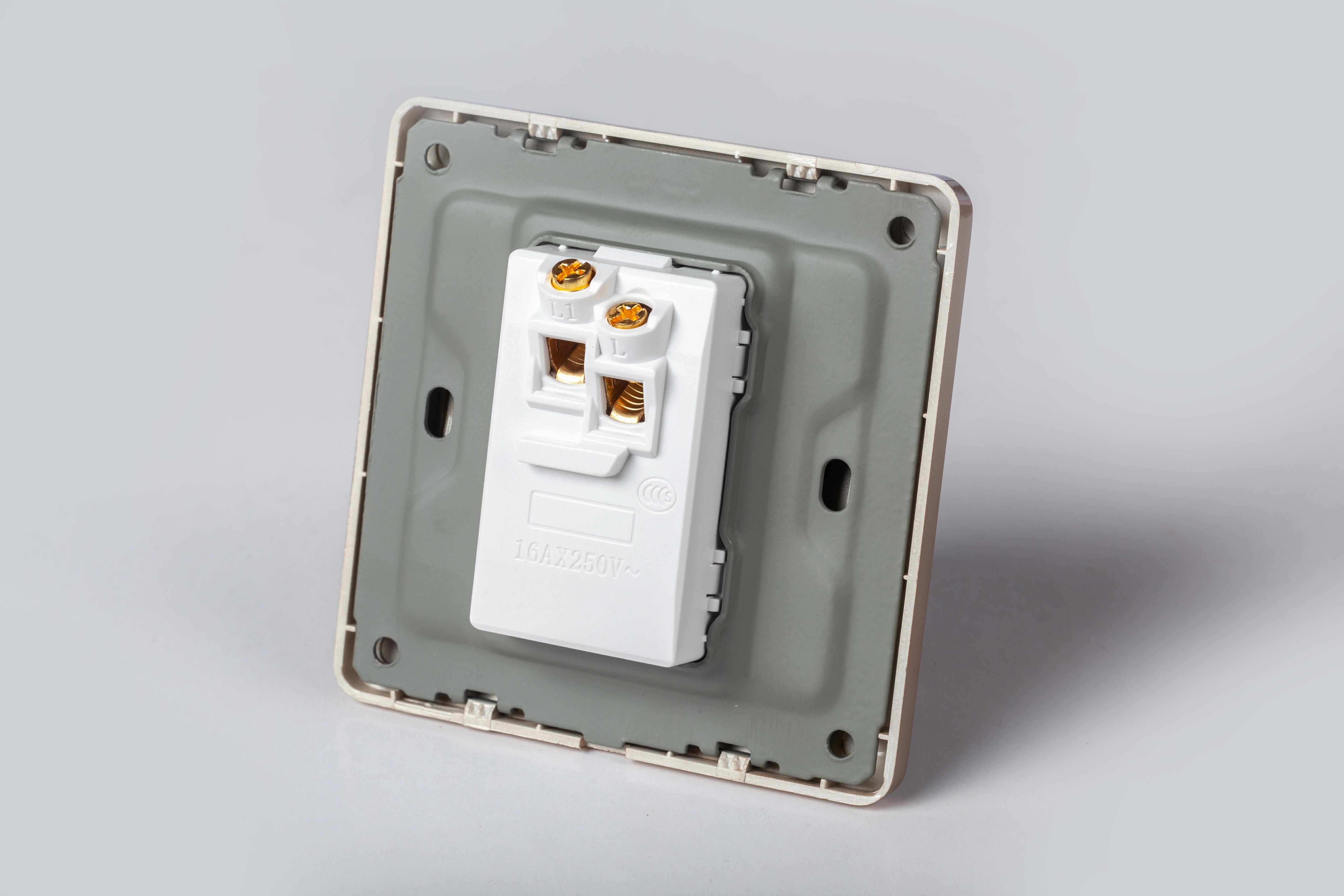 Công tắc đèn LGTech đơn mạ vàng mặt vuông Gold Acrylic LG-C60-001