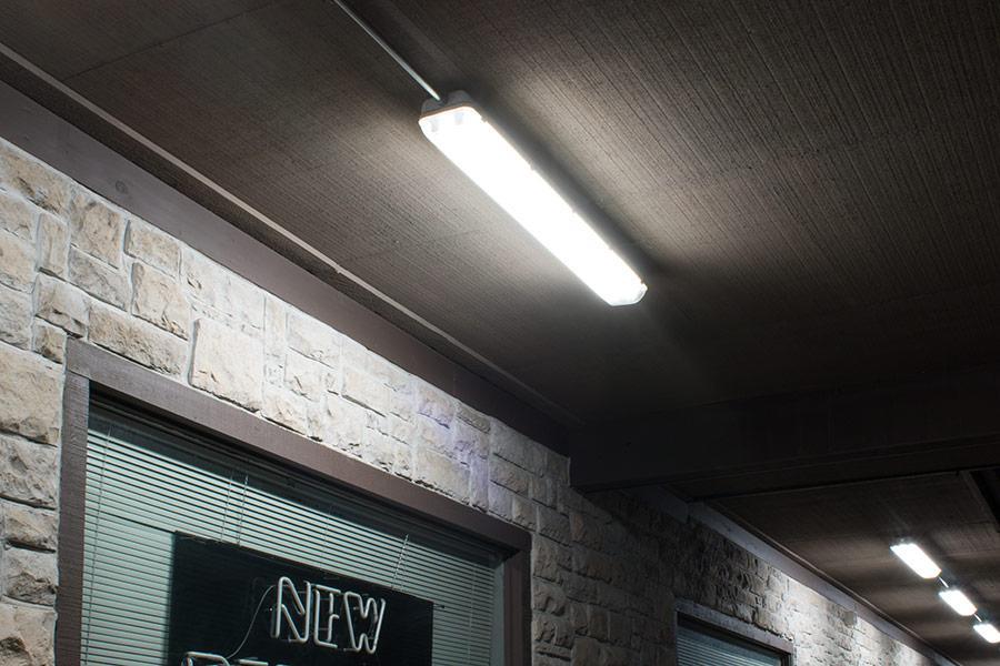 Hình ảnh: đèn chống ẩm đơn Humitsu lắp đặt cho tầng hầm
