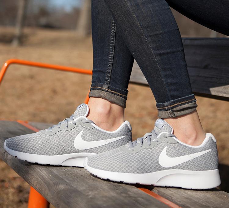 Giày Thể Thao Nữ WMNS Nike Tanjun 812655-010 - Hàng Chính Hãng