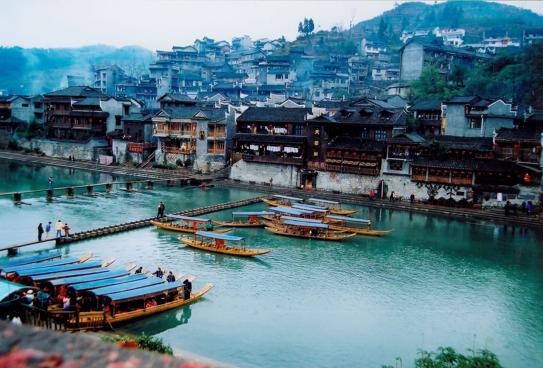 Dạo thuyền ngắm sông Đà Giang
