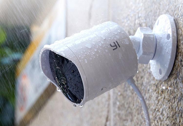 Combo Camera Quan sát ngoài trời Yi Outdoor Full 1080P Quốc Tế + Thẻ Nhớ - Hàng Chính Hãng