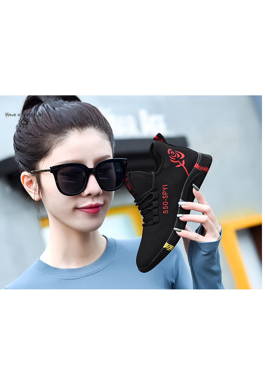 Giày sneaker nữ thời trang mới nhất buộc dây siêu nhẹ V245 9