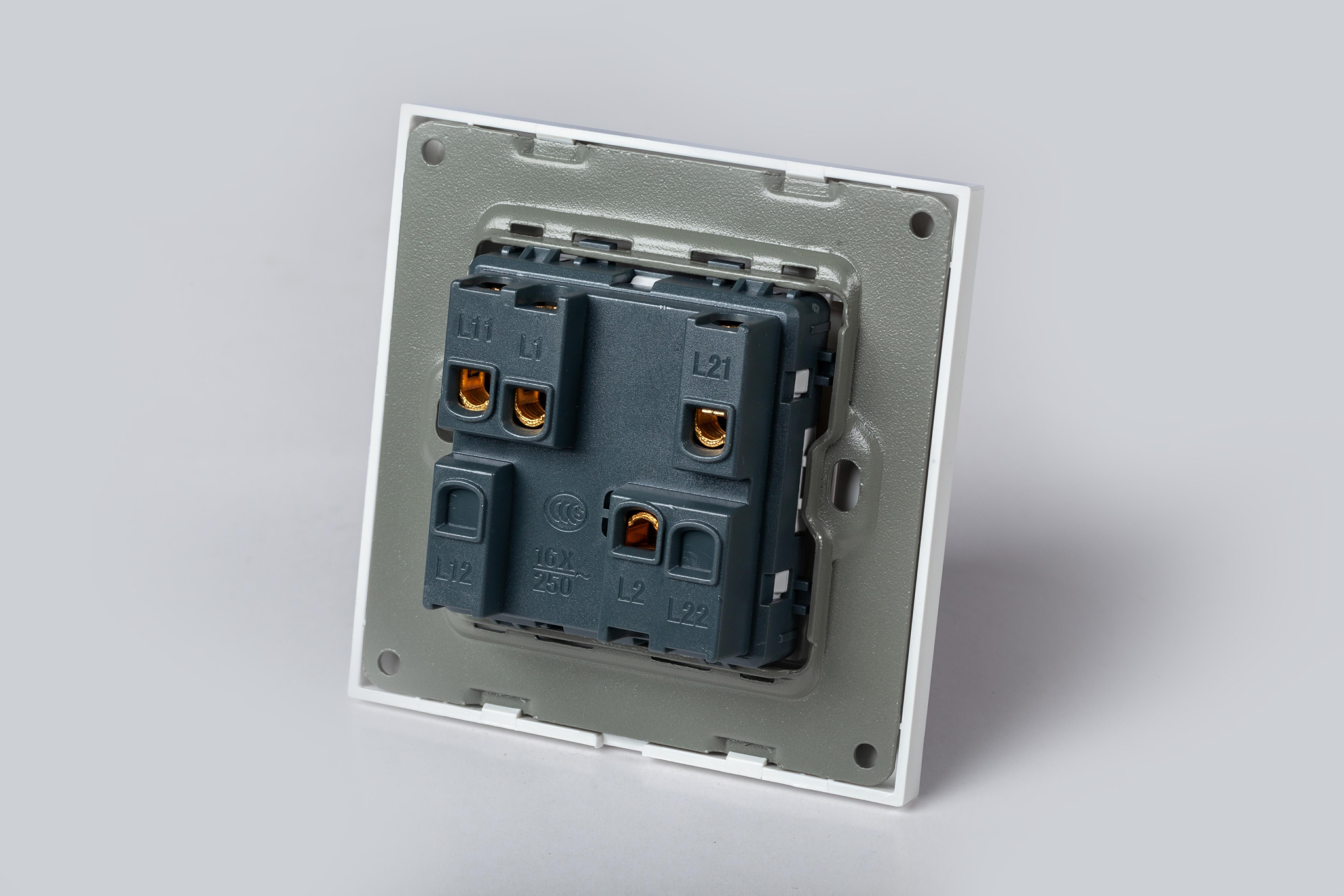 Công tắc điện 3 nút âm tường vuông âm tường có led kèm đế âm LG-F21-003 - Hàng Chính Hãng