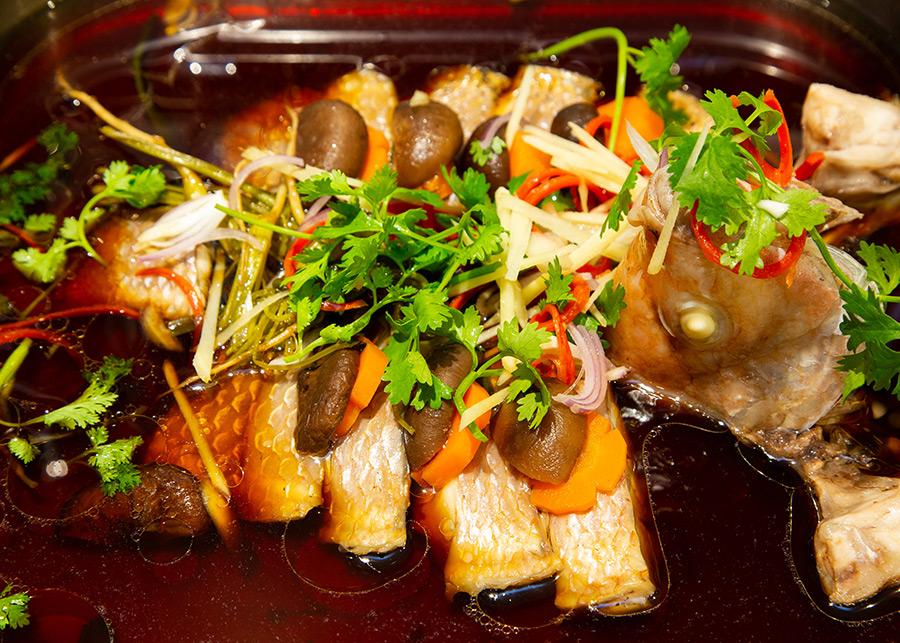 Buffet Tối Gánh Palace 4* - Buffet Tối Hơn 50 Món Hải Sản Cao Cấp Tại Phố Đi bộ Nguyễn Huệ