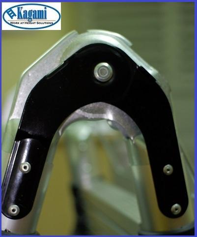Hệ thống khớp khóa thang Kagami làm từ thép không gỉ chịu lực tốt và rất bền