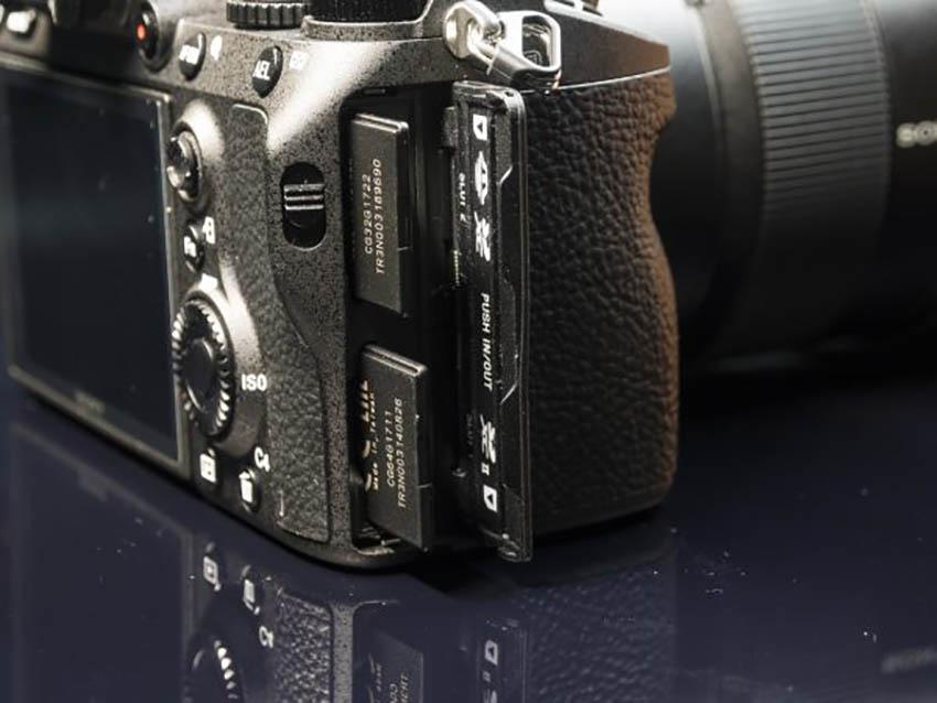 Máy Ảnh Sony Alpha A7R MARK III Body