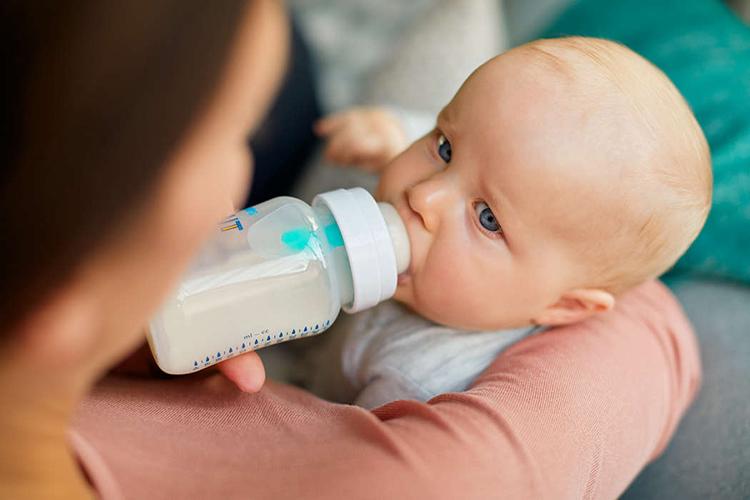 Bộ 2 Bình sữa giảm đầy hơi với van giữ sữa AirFree Philips Avent SCF813/24- 260ml