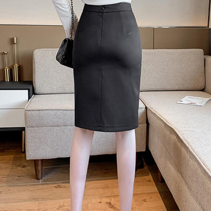 Chân váy ôm công sở Louro L900, mẫu chân váy công sở với hàng cúc dọc xẻ đùi, dáng ôm body khoe trọn đường nét, kết hợp với áo sơ mi, áo phông đều đẹp, vải thoáng mát, lên dáng tốt 12