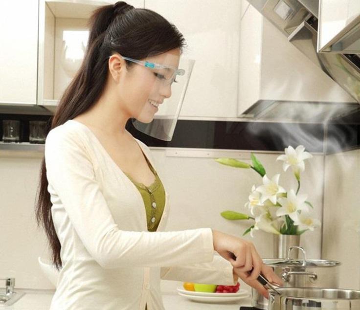 Kính chống bắn dầu mỡ bảo vệ mặt khi nấu ăn 4