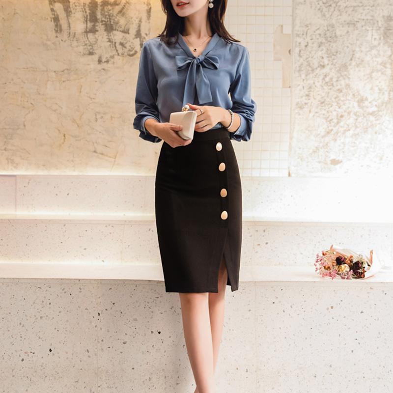 Chân váy ôm công sở Louro L900, mẫu chân váy công sở với hàng cúc dọc xẻ đùi, dáng ôm body khoe trọn đường nét, kết hợp với áo sơ mi, áo phông đều đẹp, vải thoáng mát, lên dáng tốt 3