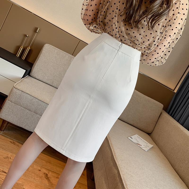 Chân váy ôm công sở Louro L900, mẫu chân váy công sở với hàng cúc dọc xẻ đùi, dáng ôm body khoe trọn đường nét, kết hợp với áo sơ mi, áo phông đều đẹp, vải thoáng mát, lên dáng tốt 4