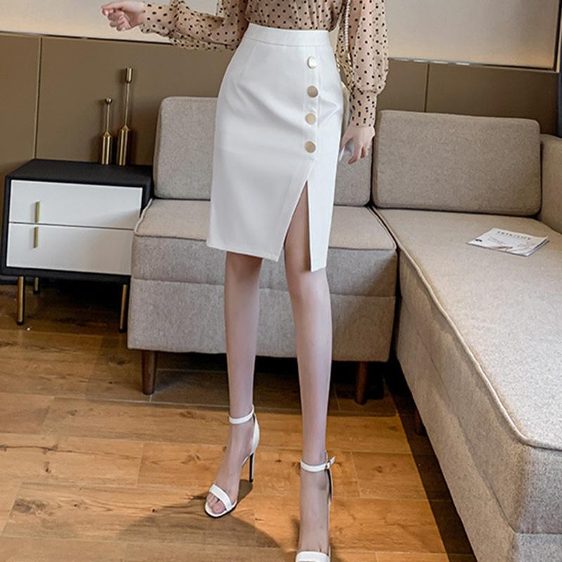 Chân váy ôm công sở Louro L900, mẫu chân váy công sở với hàng cúc dọc xẻ đùi, dáng ôm body khoe trọn đường nét, kết hợp với áo sơ mi, áo phông đều đẹp, vải thoáng mát, lên dáng tốt 2