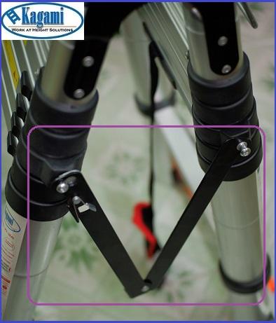 Thang nhôm rút đôi Kagami được trang bị thanh thép không rỉ ở giữa thân thang an toàn, chắc chắn