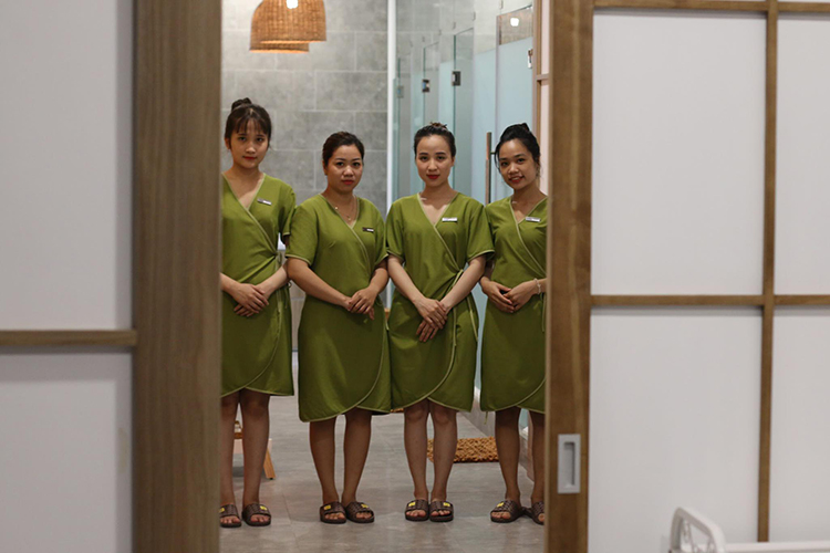 Liệu Trình Massage Tinh Dầu Aroma Tại Hebe Spa